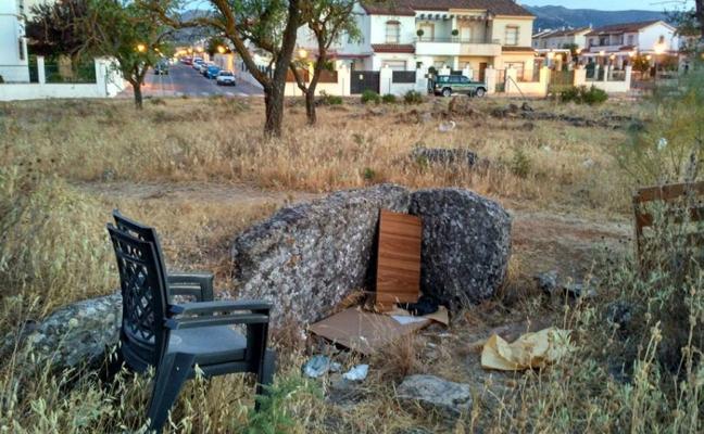 Ronda protegerá los dólmenes del entorno de Arenal 2000 tras años de abandono