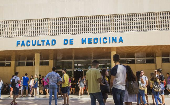 Cinco graduados en Medicina por la UMA, entre las 100 mejores notas en el examen MIR