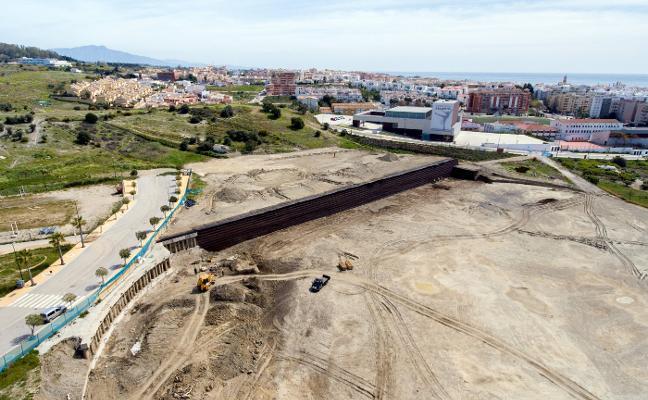 El Ayuntamiento de Estepona aumenta el presupuesto del estadio de atletismo por seguridad
