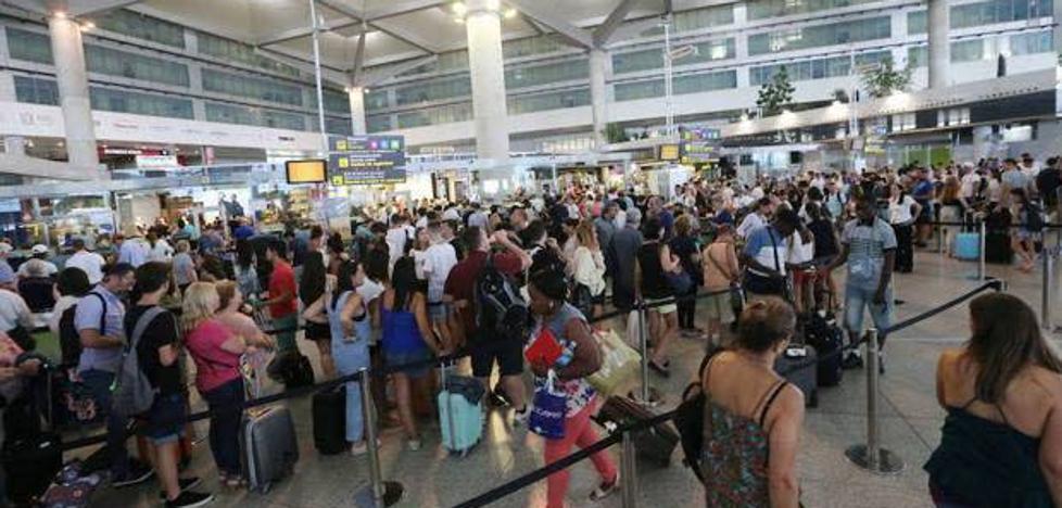 El aeropuerto adelanta en marzo al de Palma y se convierte en el tercero de España