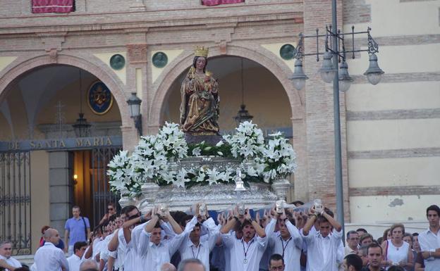 Bajada a la Catedral de la Virgen de la Victoria. /Eduardo Nieto