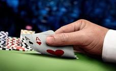 Piden 5 años para un camarero de un centro comercial de Málaga que robó datos de las tarjetas de clientes para jugar al póquer