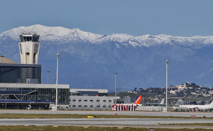 Imágenes de la nevada inédita caída en plena primavera en las sierras de Málaga