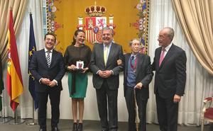 Manuel Alcántara y Antonio Garrido reciben la encomienda de Alfonso X