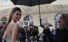 El glamur convive con la lluvia en la gala inaugural del Festival