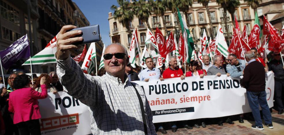 Multitudinaria manifestación en Málaga por una pensiones dignas