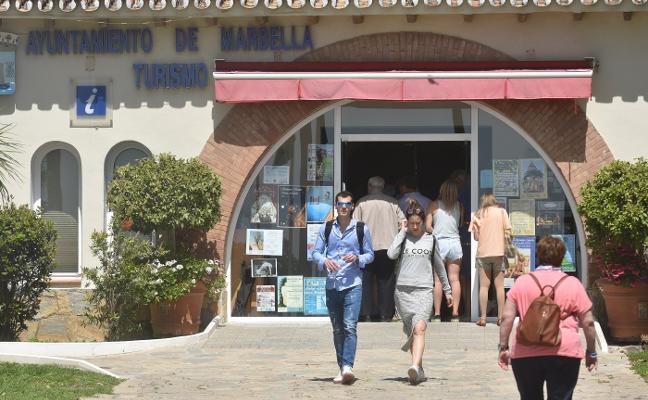 La oficina de turismo del Paseo Marítimo cierra por las tardes y durante los fines de semana