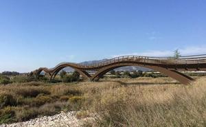 La Diputación adapta el puente peatonal para el Guadalhorce a los reparos de la Junta