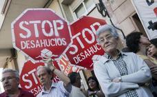 El TC acepta que Andalucía pueda sancionar a bancos con viviendas vacías