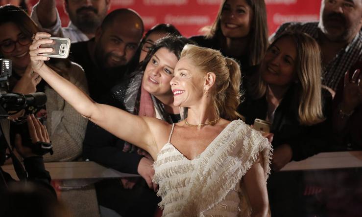 Otra mirada más detallista de la alfombra roja del lunes del Festival de Málaga Cine en Español