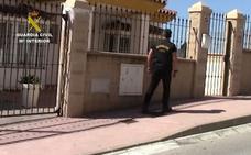 La Guardia Civil salva la vida a una mujer durante una operación contra el narcotráfico en Mijas