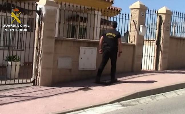 Evitan que una mujer muera estrangulada y detienen a tres narcos