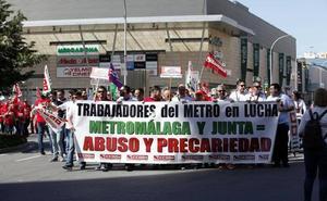 Trabajadores y sindicalistas se manifiestan en el Centro contra la «represión» en el metro de Málaga