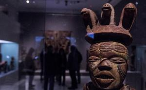 Máscaras rituales y vudú: el arte africano se instala en Málaga