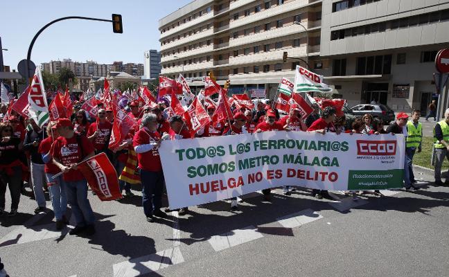 Un millar de sindicalistas se manifiestan por los derechos laborales en el metro