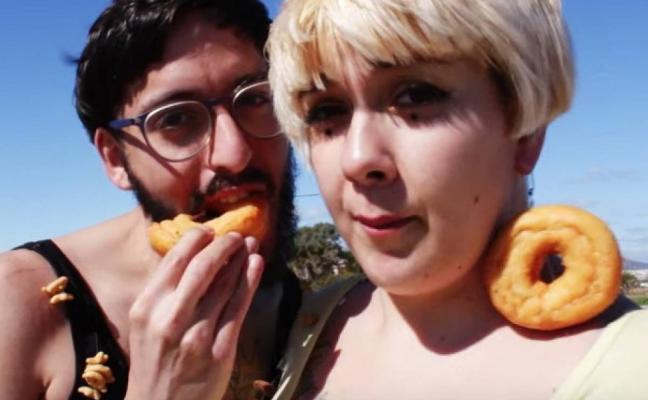 El poeta tras el 'Cómeme el donut'