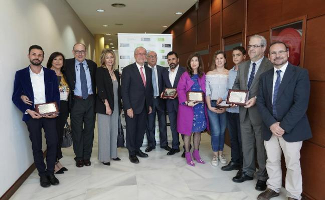 Mercadona, Teatro Cervantes, Dismálaga y la UCI, premios Málaga de Consumo