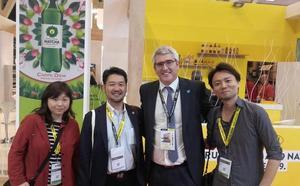 La miel de caña de Frigiliana conquista a los japoneses en Barcelona