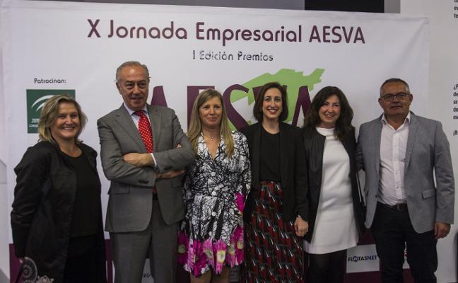 La periodista de SUR Pilar Martínez recoge el Premio Aesva
