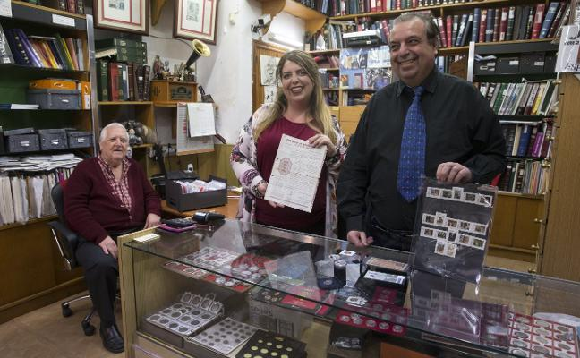 Filatelia Carrasquilla, una vida entre sellos y monedas
