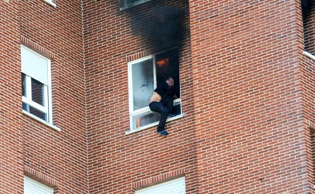 Mata a su exmujer y su suegra y cae al vacío tras prender fuego a su casa en Vitoria