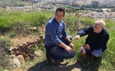 Ciudadanos se patea el cerro de la Tortuga y pide un parque arqueológico en este enclave