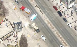 El conductor de una camioneta mata a nueve personas al embestir a varios peatones en Toronto