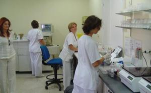 Profesionales sanitarios calculan que en Málaga faltan 128 médicos de familia y 2.000 enfermeros