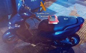 Un joven de 13 años se fuga de un centro de menores y lo pillan intentando llevarse una moto en Mijas