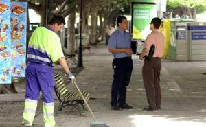 Ya se puede optar a los primeros cien puestos de trabajo de la oferta de empleo de Limasa para este verano