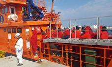 Rescatadas 80 personas que viajaban en dos pateras localizadas en el mar de Alborán