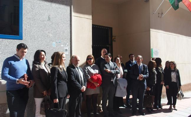 Abogados denuncian que la Junta les desaloja de la oficina donde ofrecían orientación