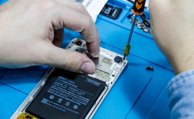 La formación, principal valor del sector de las reparaciones de móviles