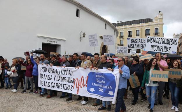 Resultado de imagen de FOTOS PROTESTAS EN RONDA SOBRE LAS CARRETERAS