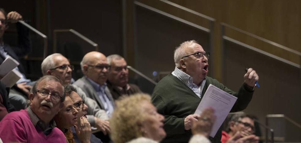 Dimite más de la mitad de la gestora de las peñas de Málaga en una asamblea bochornosa