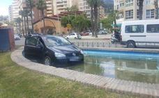 Un coche se sale de la carretera en La Malagueta y termina dentro de una fuente
