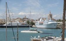 Tres cruceros de lujo dejan mil turistas de alto nivel en Málaga
