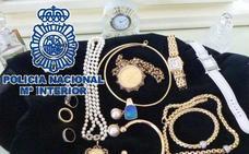 Detenido el empleado de un rent a car por quedarse la maleta de un turista con 22.000 euros en joyas