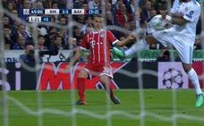 Marcelo: «Es mano, me da en la mano y creo que es penalti»