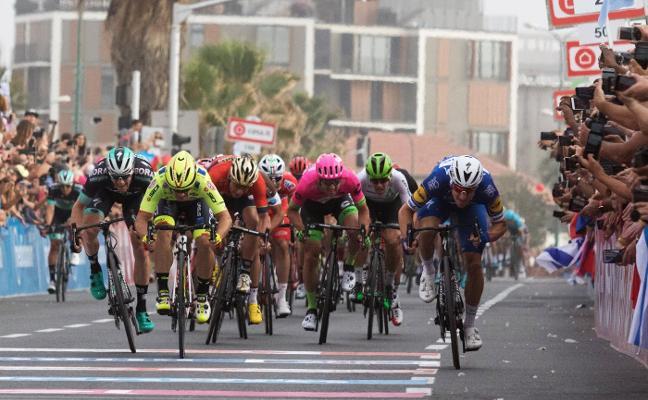 Rohan Dennis, nueva 'maglia' rosa del Giro