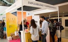Alumnos de la UMA buscan nuevas oportunidades en la IV Feria de Empleo