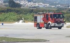 Un alumno aterriza de emergencia en el aeródromo de la Axarquía tras perder una rueda delantera en su primer vuelo en solitario