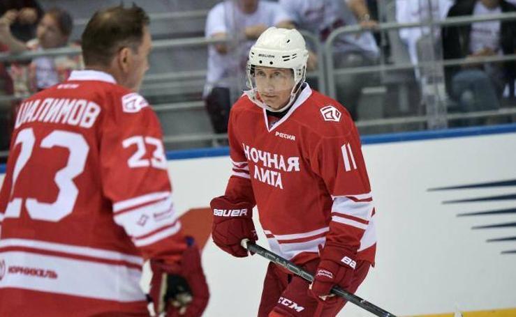 Putin también se atreve con el Hockey sobre hielo