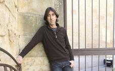 Benjamín Prado: «El aplauso a un poema se parece a un abrazo»