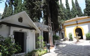 Los cementerios de los famosos, intelectuales y 'bons vivants' de Marbella