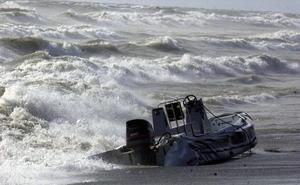 Investigan la muerte de un niño en una barca de recreo tras pasarle encima una lancha en una playa de Algeciras