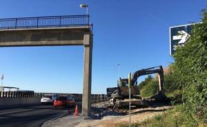 Fomento inicia las obras de reforma de la pasarela de la A-7