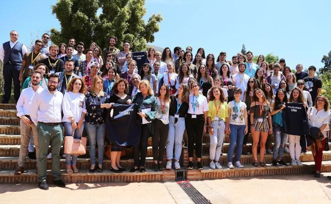 Noventa becas para voluntariado Internacional
