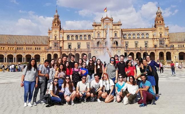 Erasmus visitan el Parlamento de Andalucía