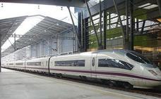 El AVE de Málaga bate récord de viajeros, pero también de retrasos
